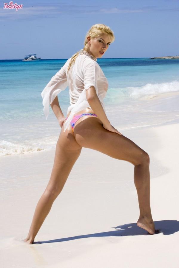 Секс на диком пляжу з молоденькими 20 фотография
