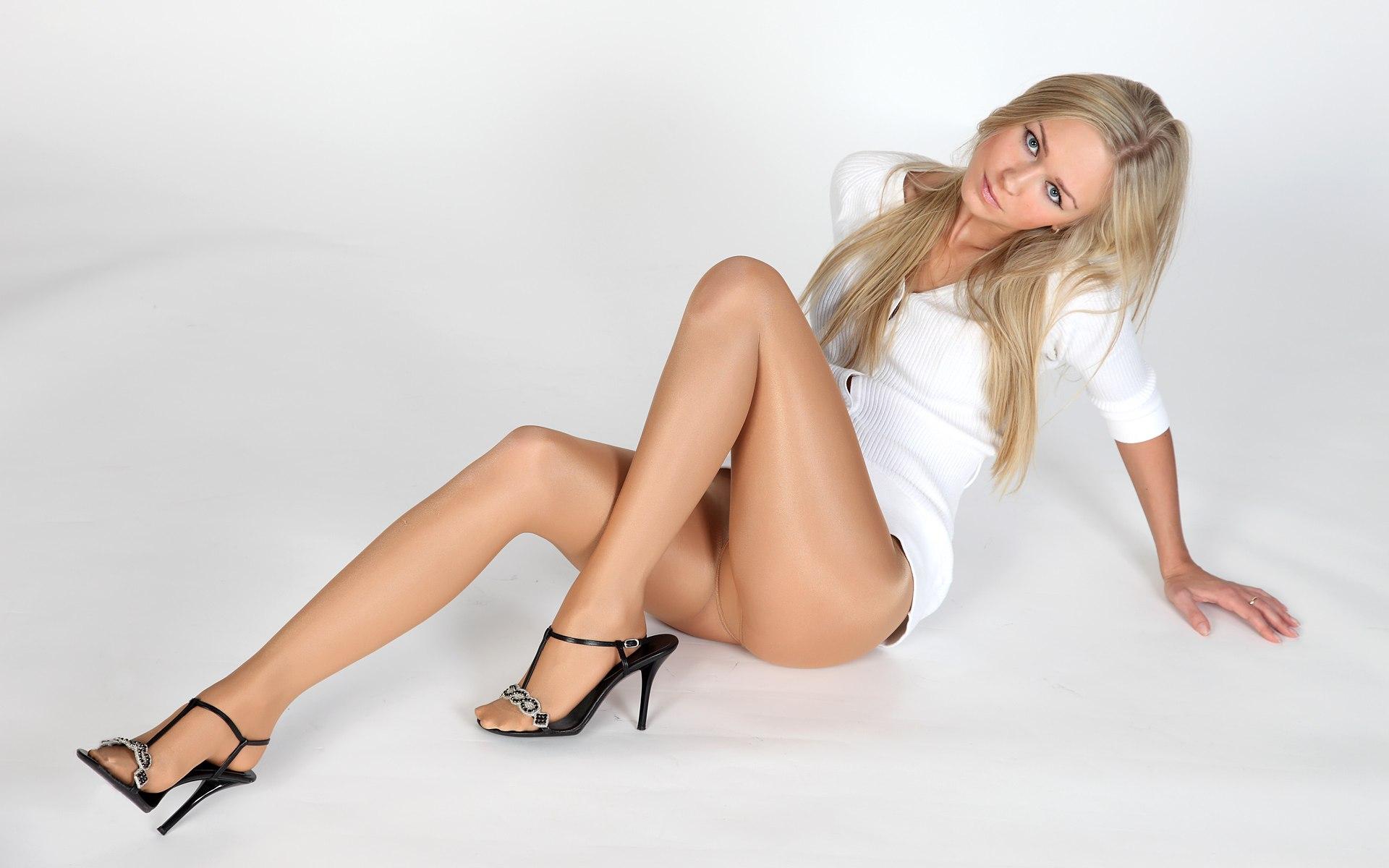 Фото стройных ног в чулках 27 фотография