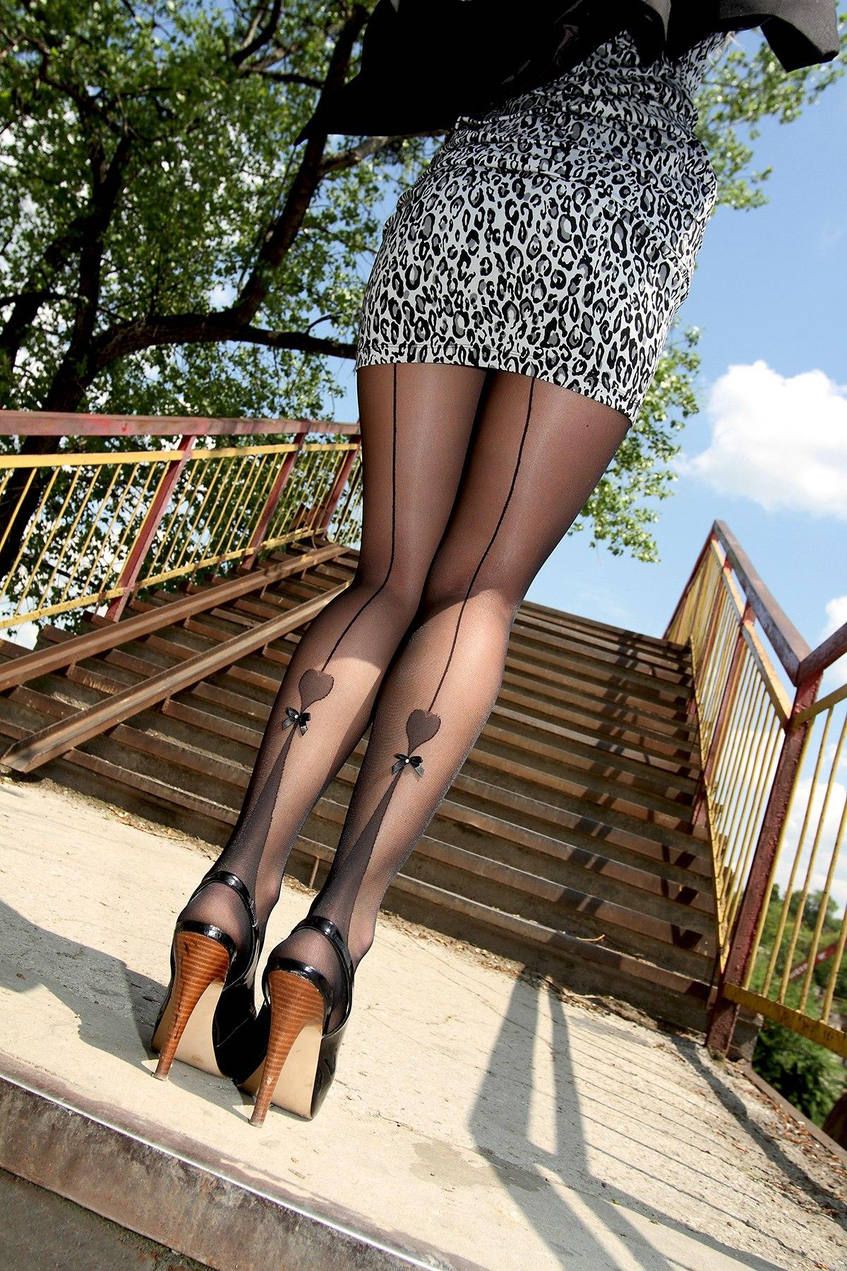 Стройные ножки в чулках 6 фотография