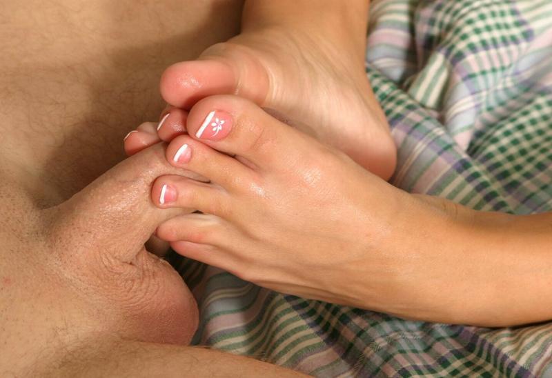 дрочи ногами фото
