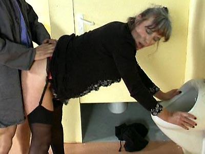 porno-video-babi-v-tualete