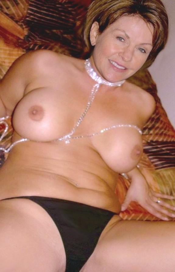 Смотреть секс сочной мамкой 1 фотография